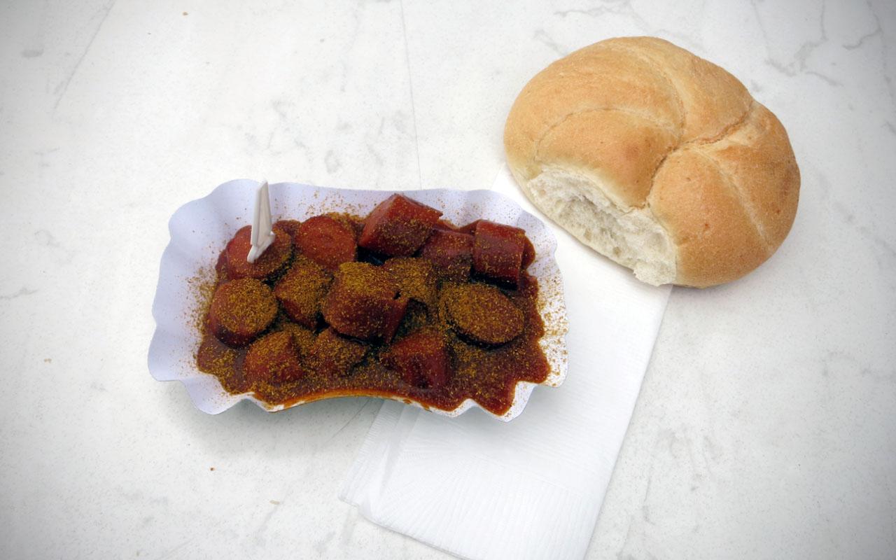 Currywurst vom Imbiss mit Herz