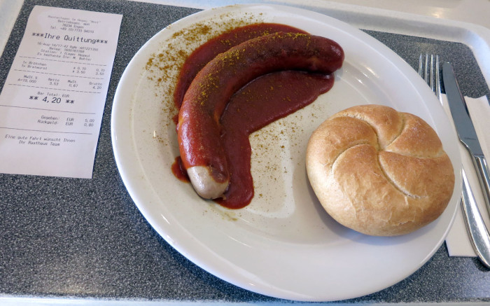 Currywurst im Rasthaus Hegau West
