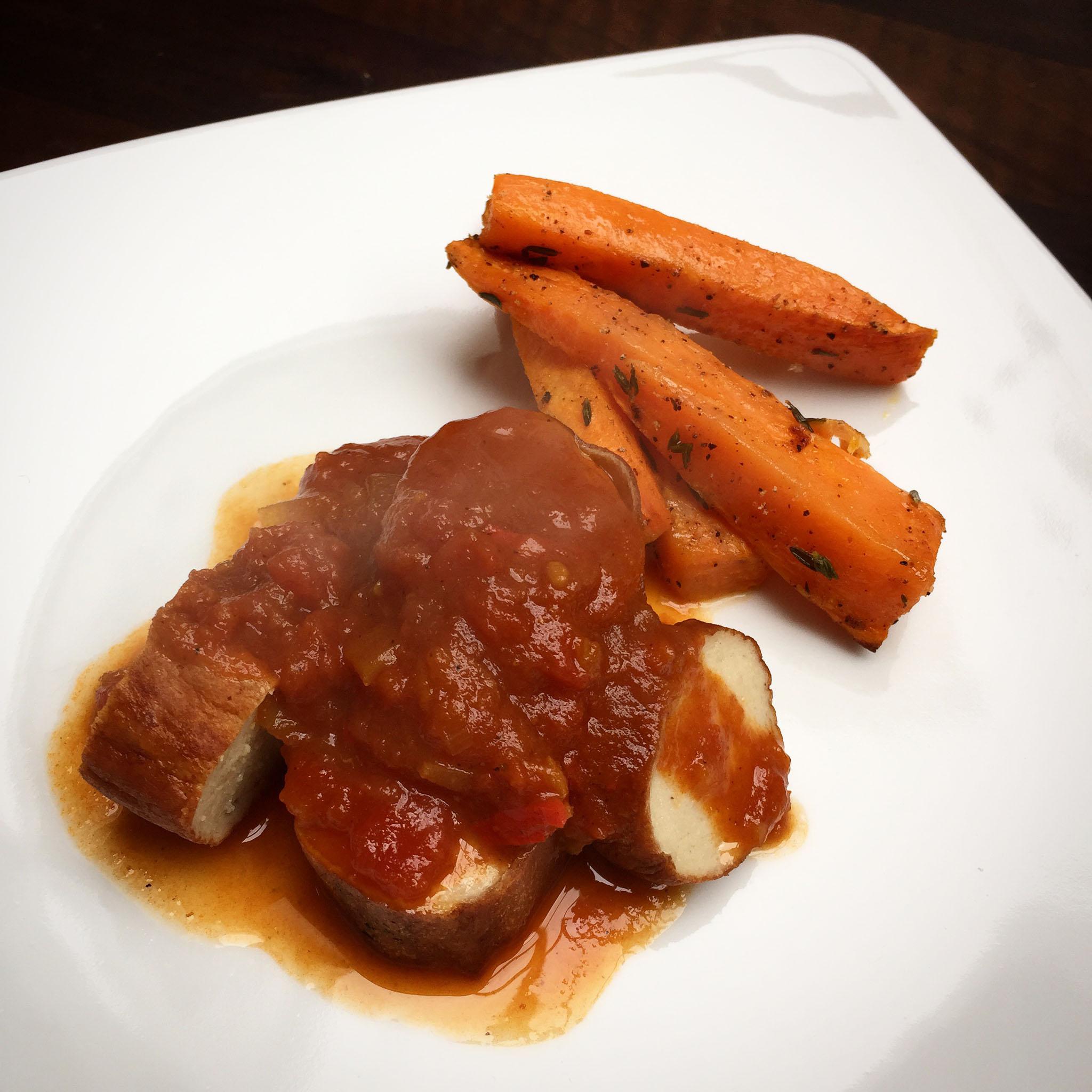 Currywurst mit Süßkartoffel-Sticks